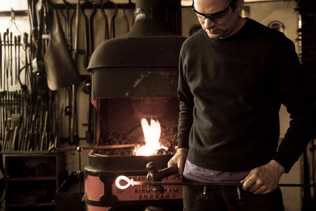 nigel barnett artist blacksmith at fransham forge norfolk